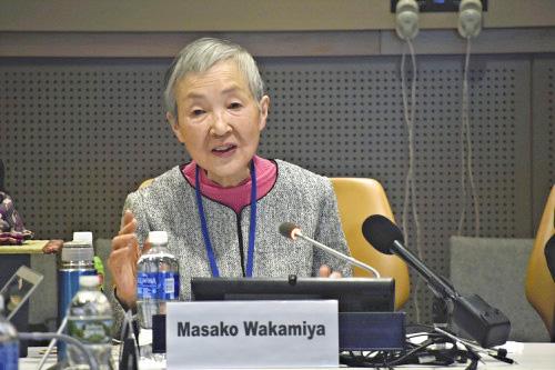 国連で演説する若宮正子さん